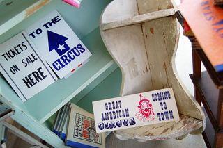Circus_signs