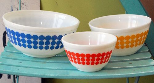 Pyrex_dot_bowls