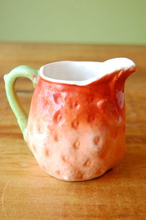 Strawberry-creamer